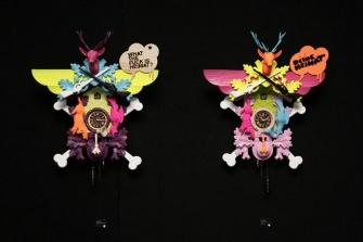 Stefan Strumbel, Strumbel Uhr  Objekte Strumbel Uhr handgeschnitztes Holz mit Farbfassung